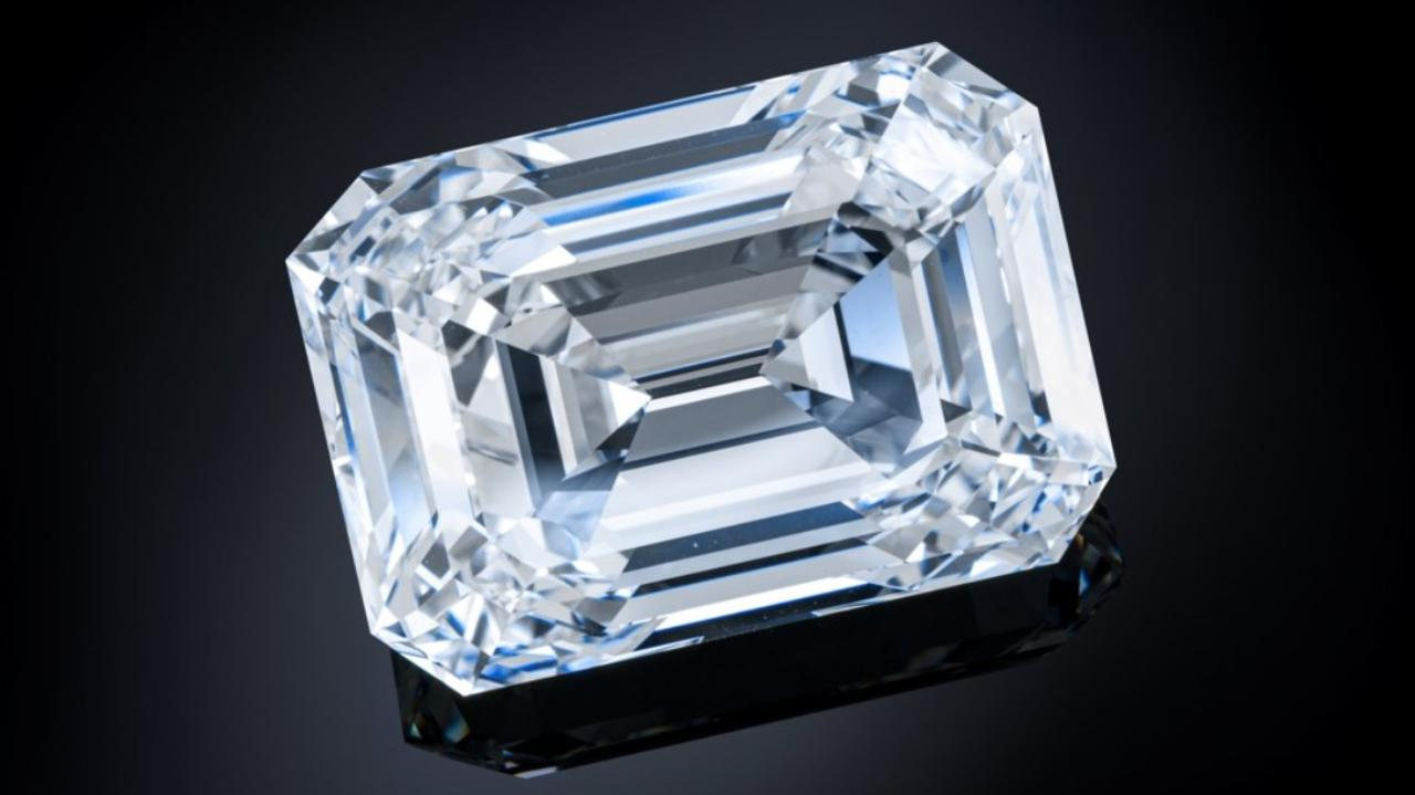 Największy diament oszlifowany w Rosji trafi pod młotek