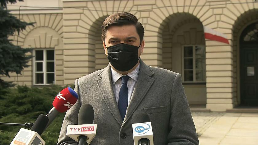 Andrusiewicz: w najbliższych dniach będą tworzone kolejne łóżka covidowe, kolejne respiratory