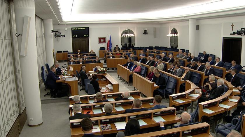 Senat przyjął bez poprawek nowelizację ustaw o systemie oświaty i Prawo oświatowe. Debata