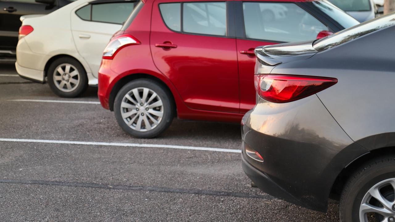 """<a href=""""https://tvn24.pl/biznes/moto/koronawirus-a-gospodarka-w-usa-boom-na-uzywane-samochody-4686077?source=rss"""">Amerykanie rzucili się na używane samochody. Ceny zamiast spadać, rosną</a> thumbnail  Nauka zdalna w semestrze zimowym. Jak brak studentów wpłynie na rynek mieszkań? LANDSCAPE 1280"""