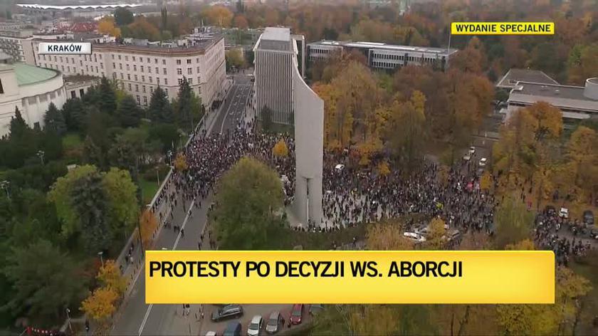 Uczestnicy protestu dotarli przed Sejm