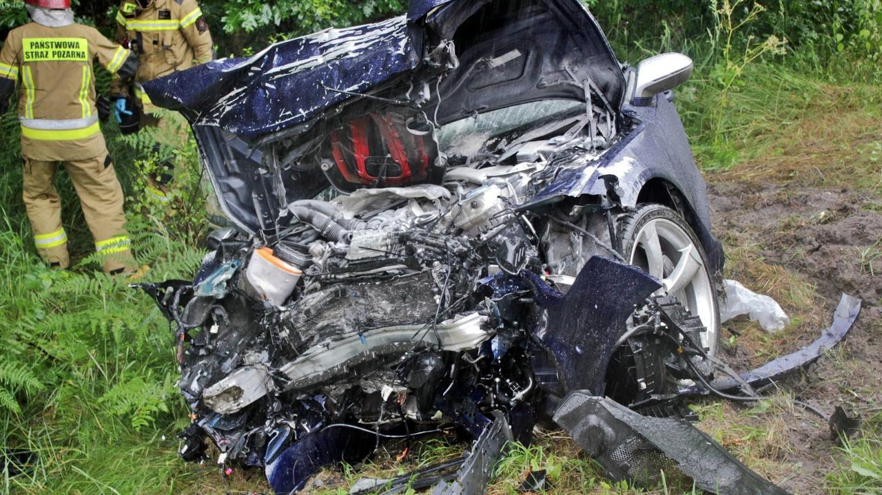 Zginęli rodzice trójki dzieci. Kierowca drugiego auta jest w szpitalu. Prokuratura: był nietrzeźwy
