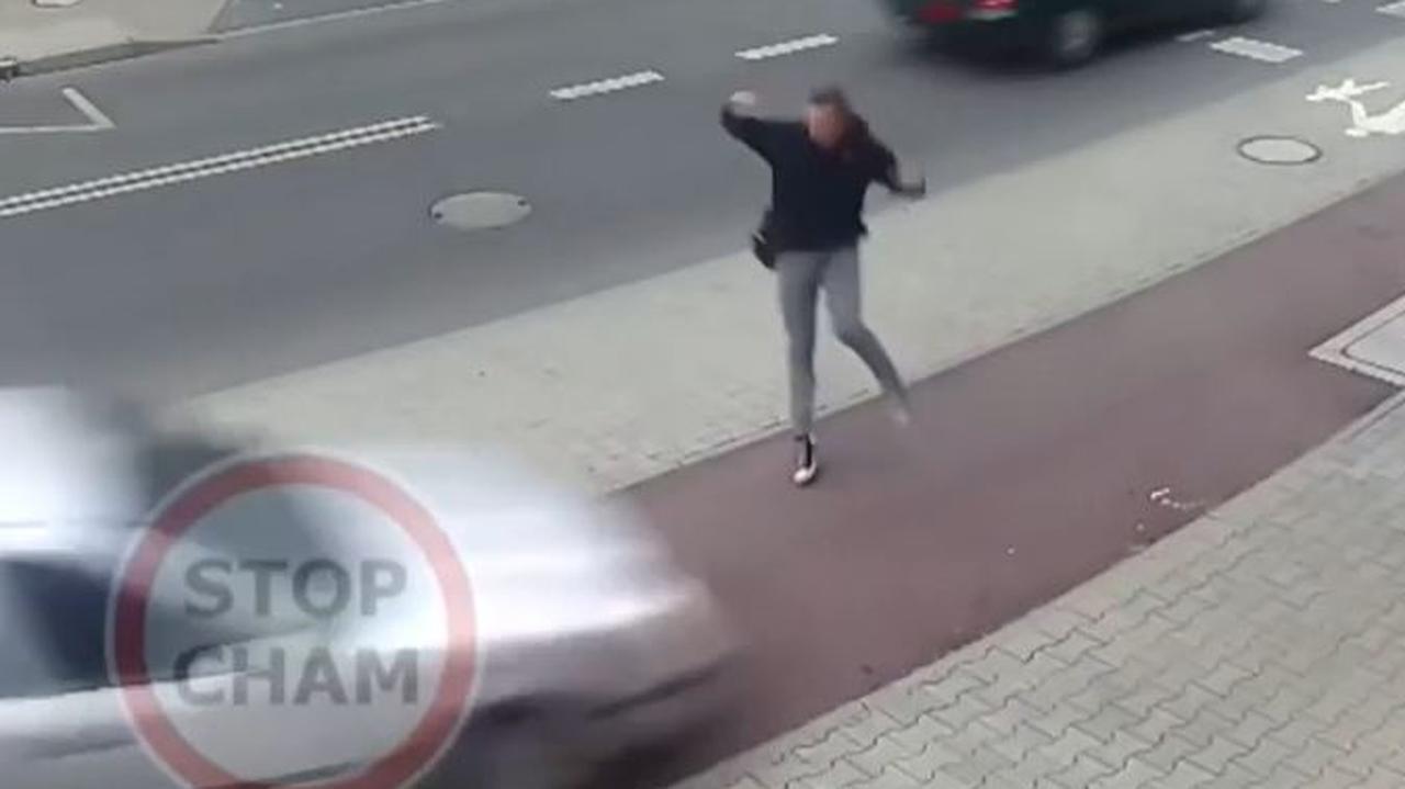 Wpadł na chodnik, omal nie rozjechał pieszego. Kierowca pod wpływem narkotyków