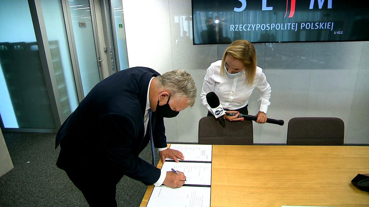 Reporterka pyta o ustawę anty-TVN. Suski: niech mnie pani nie męczy