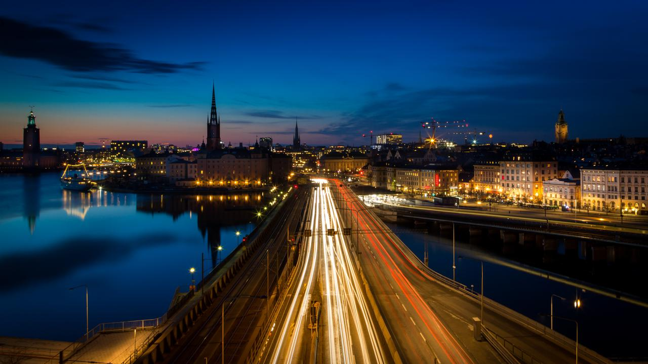 """<a href=""""https://tvn24.pl/swiat/koronawirus-szwecja-kolejny-dobowy-rekord-zakazen-trzy-regiony-wprowadzaja-dodatkowe-restrykcje-4735933?source=rss"""">""""Do zakażeń dochodzi podczas imprez, spotkań po pracy"""". W Szwecji rośnie liczba przypadków koronawirusa</a> thumbnail  Kto trafi na kwarantannę? Sprawdź nowe zasady LANDSCAPE 1280"""