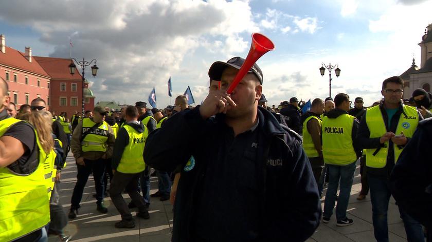Policjanci znów chcą protestować. Cała rozmowa z Robertem Zielińskim