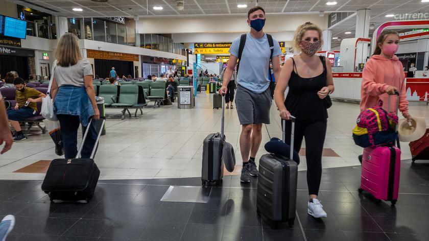 Ekspert o obostrzeniach dla Polaków za granicą