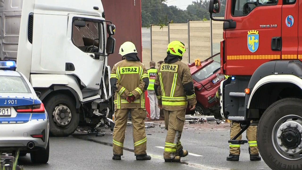 Zginęła po tym, jak wjechała w ciężarówkę, która po zderzeniu blokowała drogę. Szukają świadków