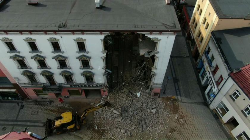 Moment zawalenia się ściany w kamienicy w Rybniku. Nagranie z monitoringu