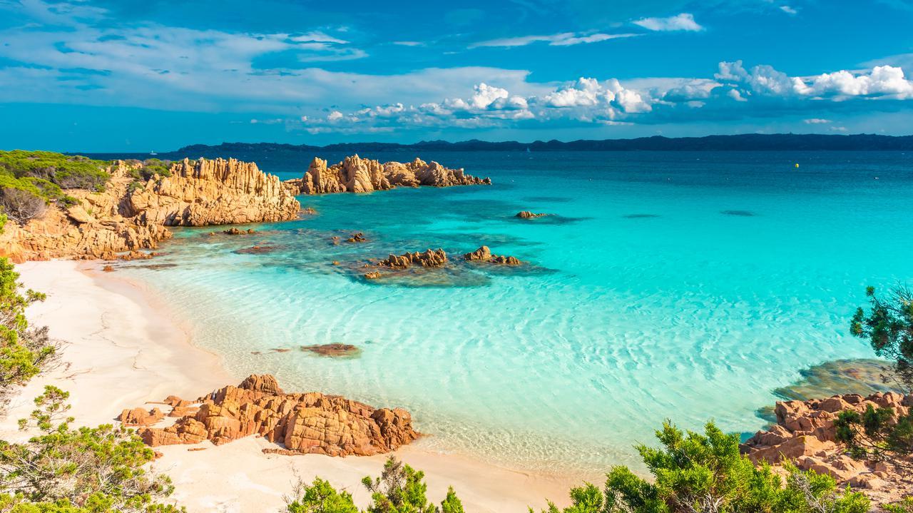 Nawet 3 tysiące euro kary za zabranie piasku z plaży. Władze apelują do turystów