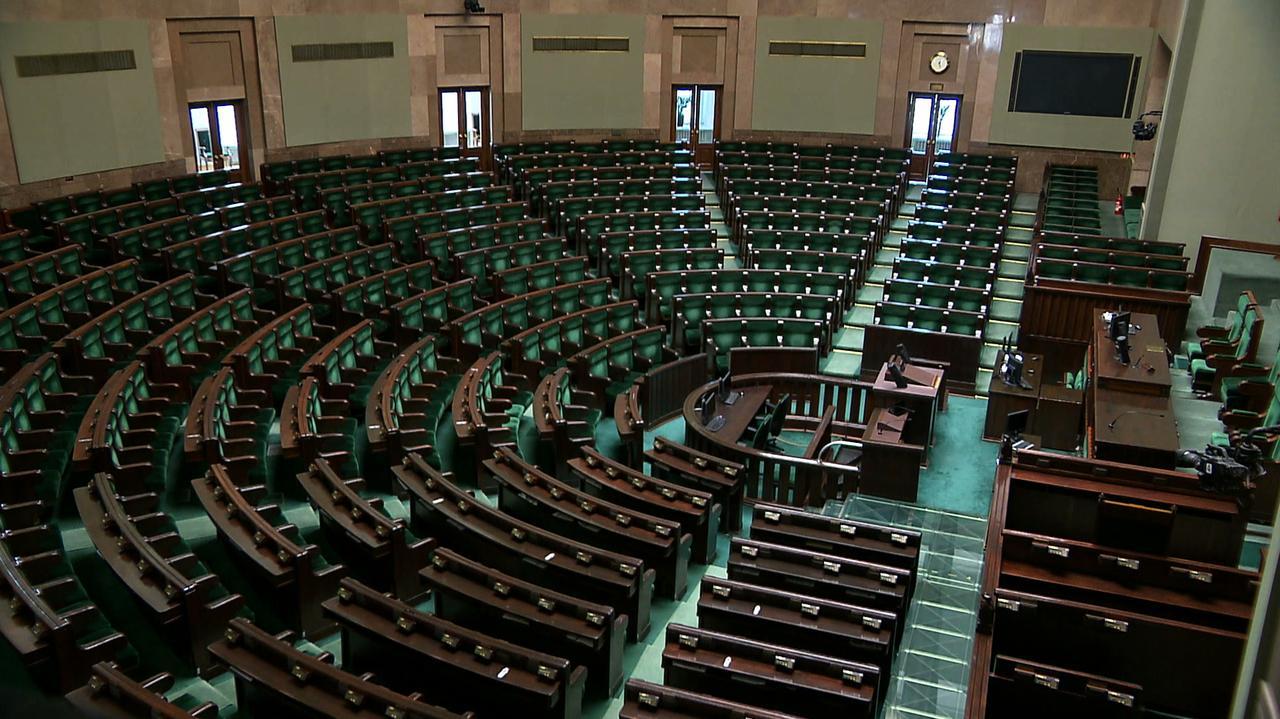 500 poprawek do projektu budżetu na przyszły rok. Posłowie za cięciem wydatków Sejmu i Senatu