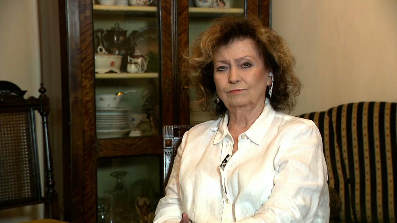Jako sierżant Olszańska wspierała porucznika Borewicza.