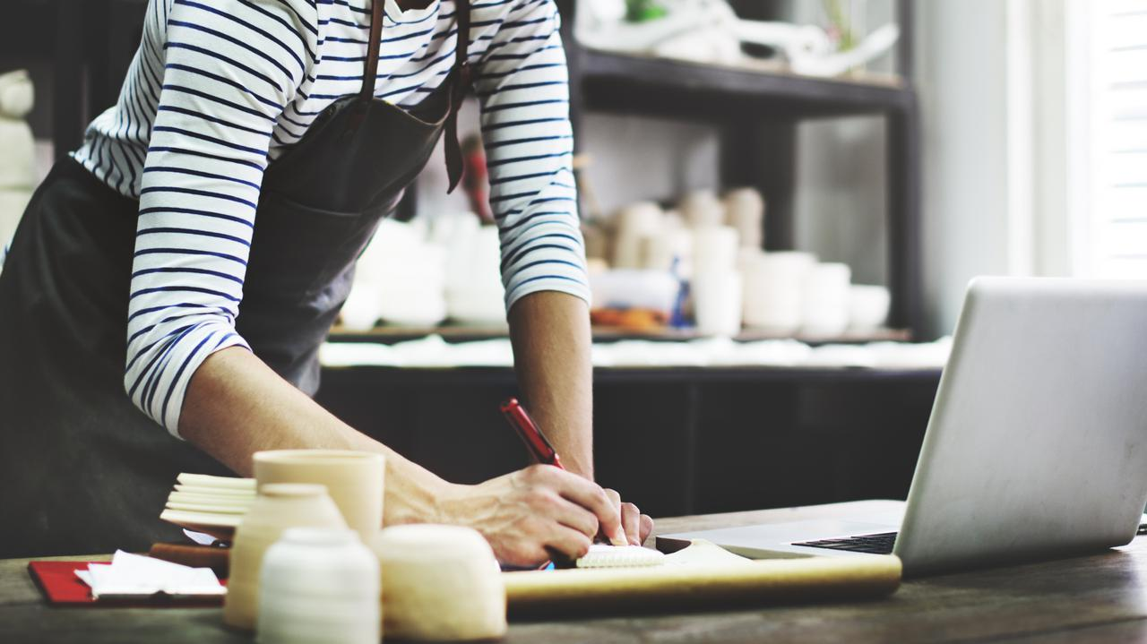Więcej firm planuje podwyżki niż obniżki wynagrodzeń. Najnowsze dane z rynku pracy