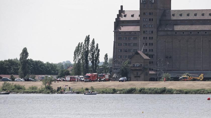 Straż pożarna: ratownicy zlokalizowali wrak samolotu, który wpadł do Wisły