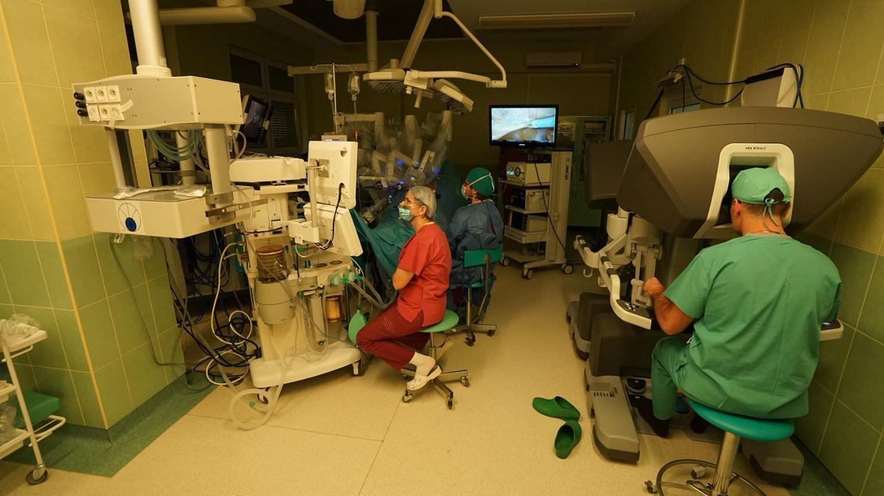 Sześciu pacjentów i dwa roboty da Vinci. Przełomowe operacje w Rzeszowie