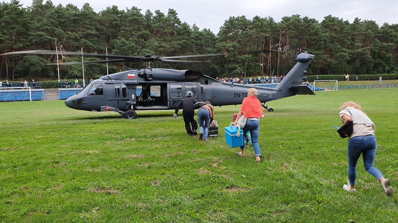 Policyjny Black Hawk przez pół Polski transportował serce do przeszczepu. Leciał też cały zespół lekarski