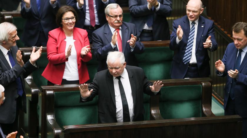 """Kaczyński podkreślił, że nie jest prawdą, że PiS """"kwestionuje prawo do konstruktywnego wniosku nieufności"""""""