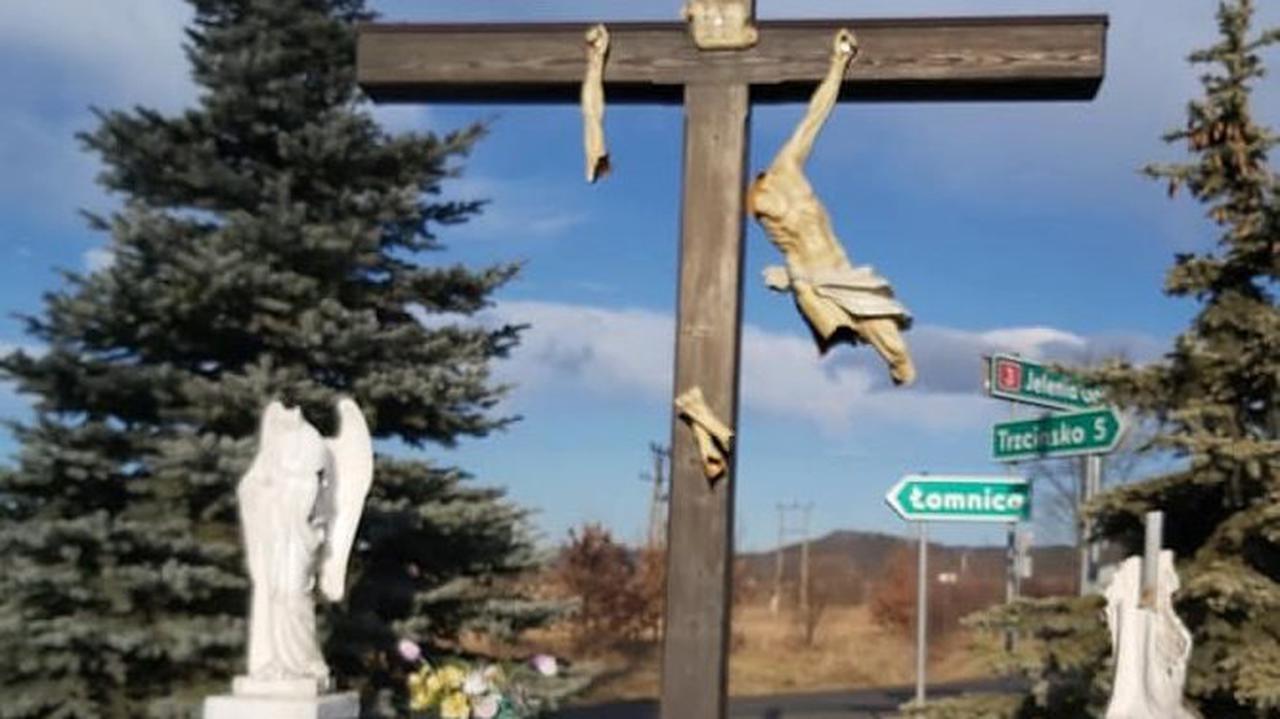 Zniszczony krzyż, anioły bez głowy. Wandale poszukiwani