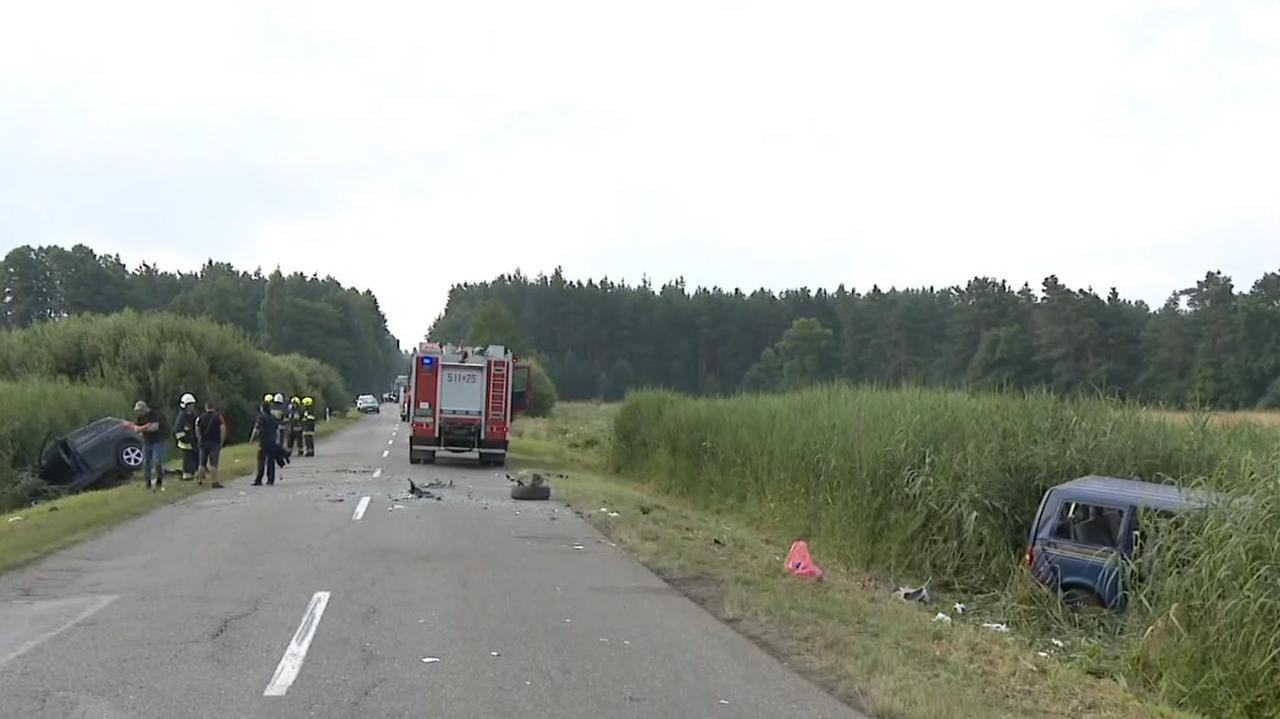 Dostali informację o wypadku, w rowie leżały dwa pojazdy. Dziesięć osób jest rannych