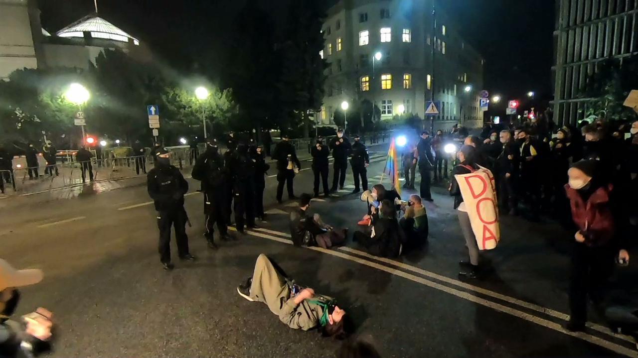 Strajk Kobiet protestował przed Sejmem.