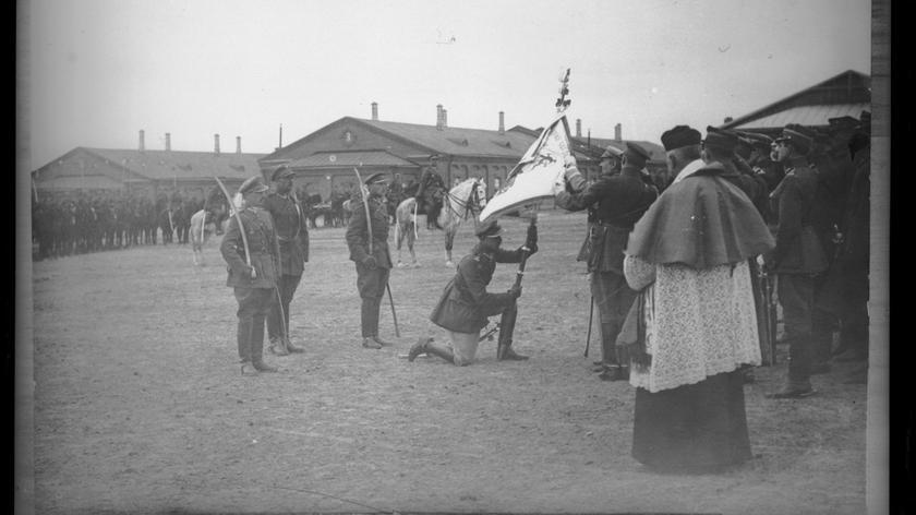 Stajnie w dawnych carskich koszarach w Kraśniku