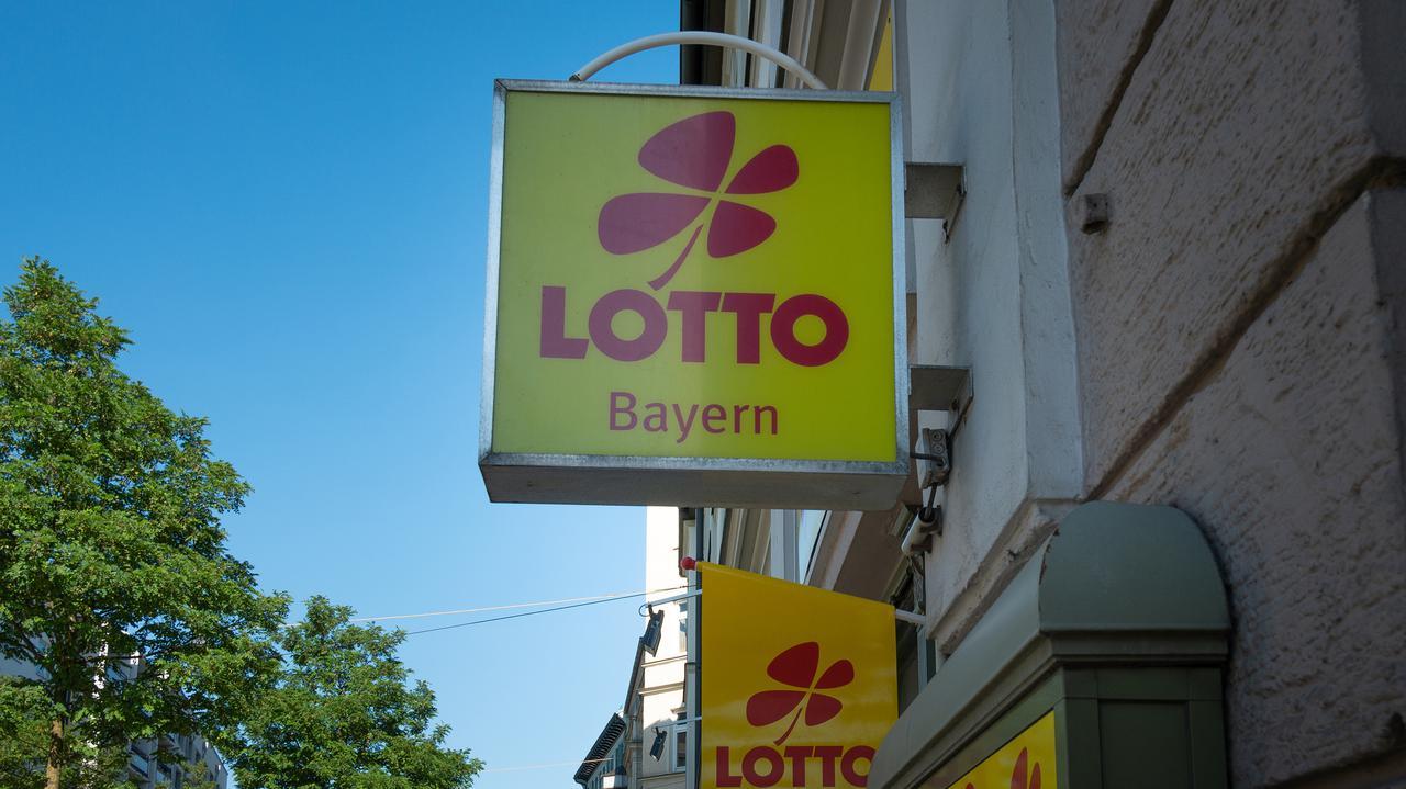 Mieszkanka Bawarii przez 6 tygodni nie wiedziała, że wygrała na loterii 33 miliony euro