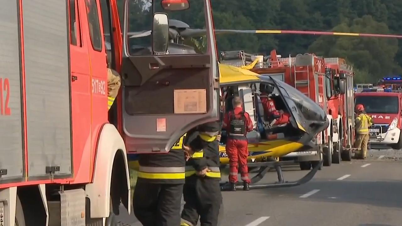 W rowie leżały dwa pojazdy. Dziesięć osób rannych, jedna zmarła w szpitalu