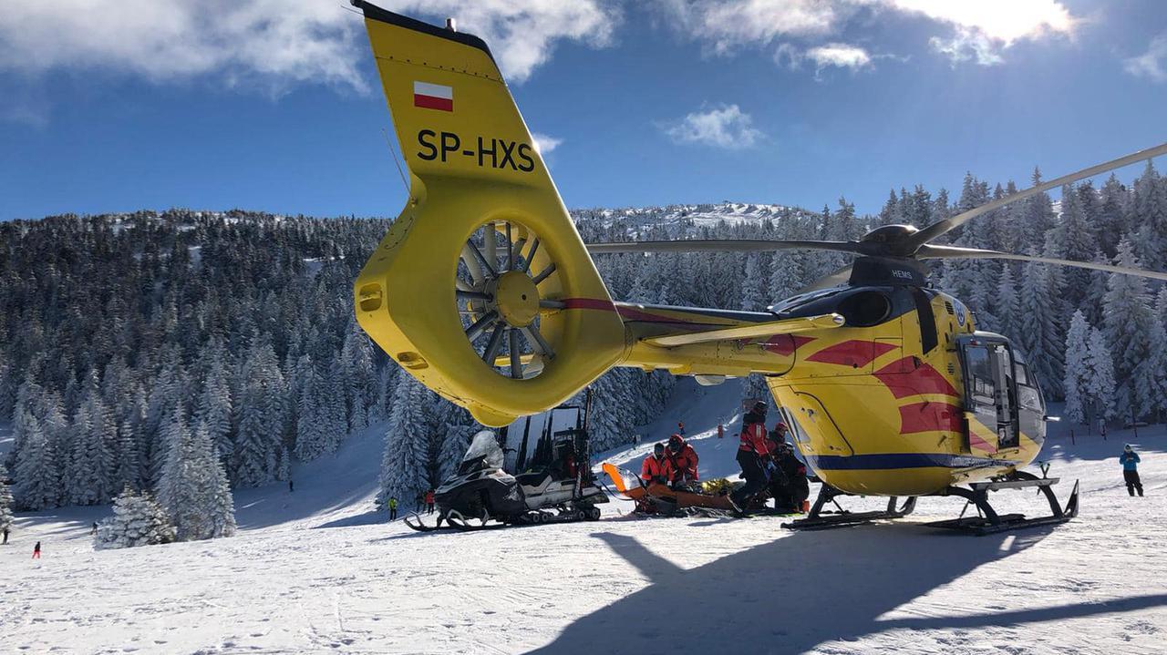 Instruktor narciarstwa wypadł z trasy i uderzył w drzewo. Nie żyje