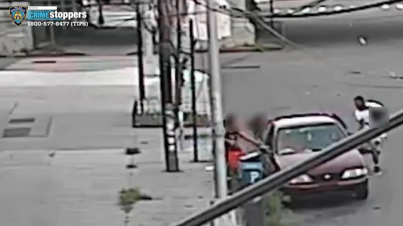 Porywacz chwycił jej dziecko i próbował odjechać. Kobieta w ostatniej chwili wyjęła syna przez okno
