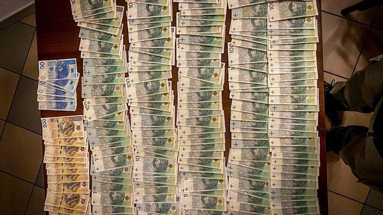 14 osób zatrzymanych. Śledczy: wyłudzali podatek VAT, Skarb Państwa stracił ponad 160 milionów złotych