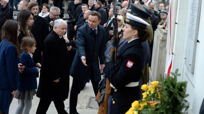Odsłonięto tablicę upamiętniającą prezydenta L. Kaczyńskiego
