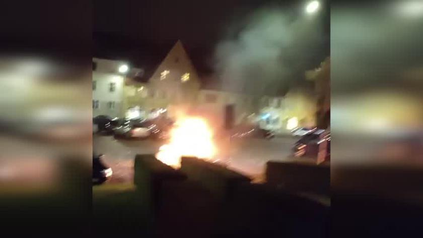 Pożar samochodu przed komisariatem policji we Wrocławiu