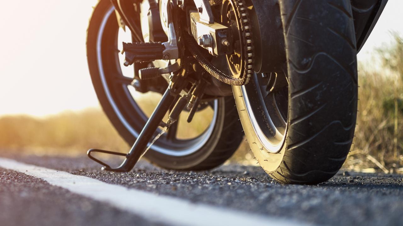 Jechali motocyklem, zderzyli się czołowo z autem osobowym. Kobieta i mężczyzna nie żyją