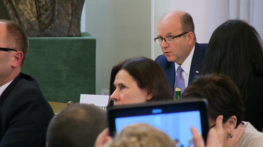 Radziwiłł odpowiada na pytania podczas komisji zdrowia