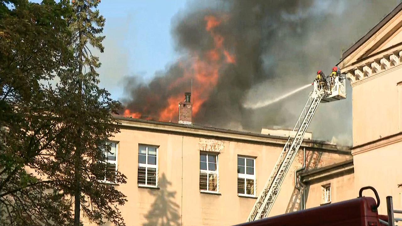 Przed południem ugasili pożar w szkole, wieczorem  ogień znów się pojawił. Uczniowie szybko tam nie wrócą