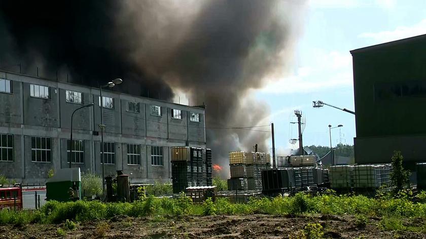 250 strażaków walczy z pożarem wysypiska