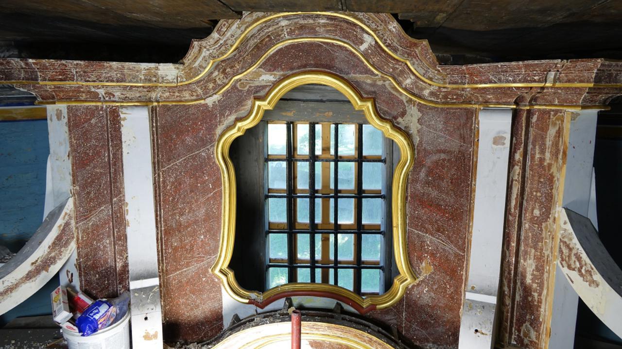 Pod warstwami farby na ołtarzu w Osieku odkryli kolor porfiru. Szlachetny kamień ceniła Kleopatra i rzymscy cesarze