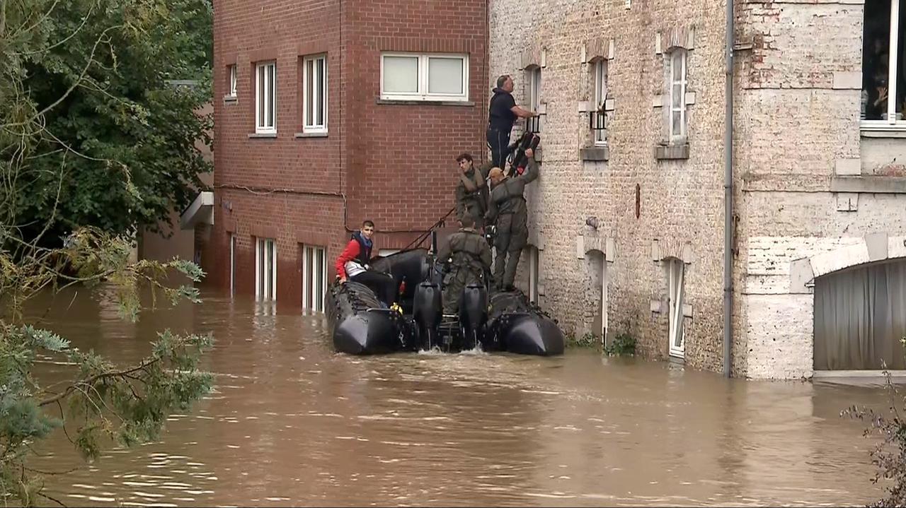 Polskie dzieci z zalanego ośrodka w Belgii ewakuowane.