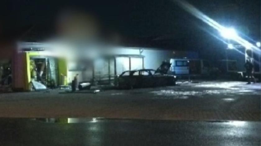 Kwilcz: Ktoś wysadził bankomat. Zapaliło się auto i market