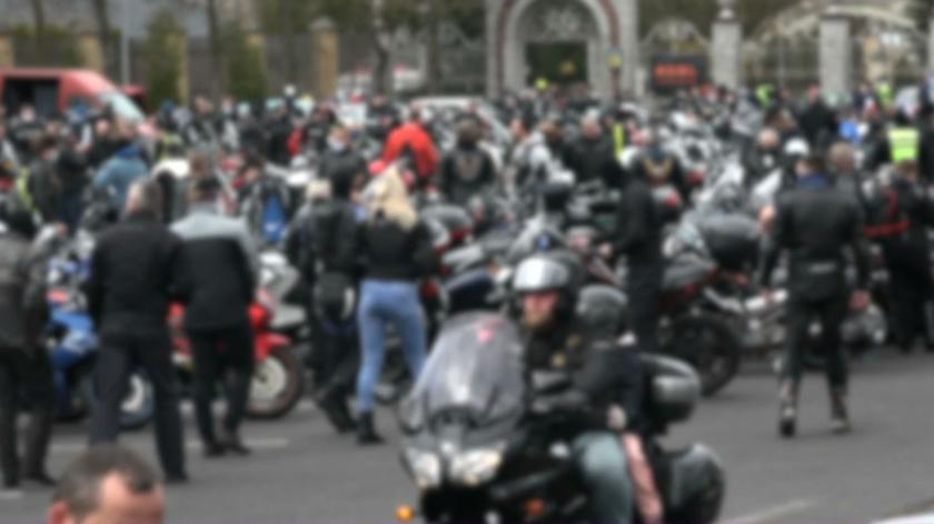 Zlot motocyklistów przed sanktuarium w Licheniu
