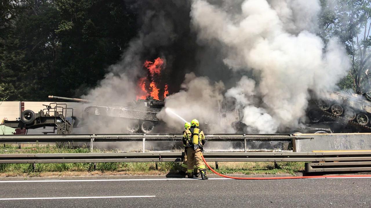 Płonące czołgi na autostradzie A6