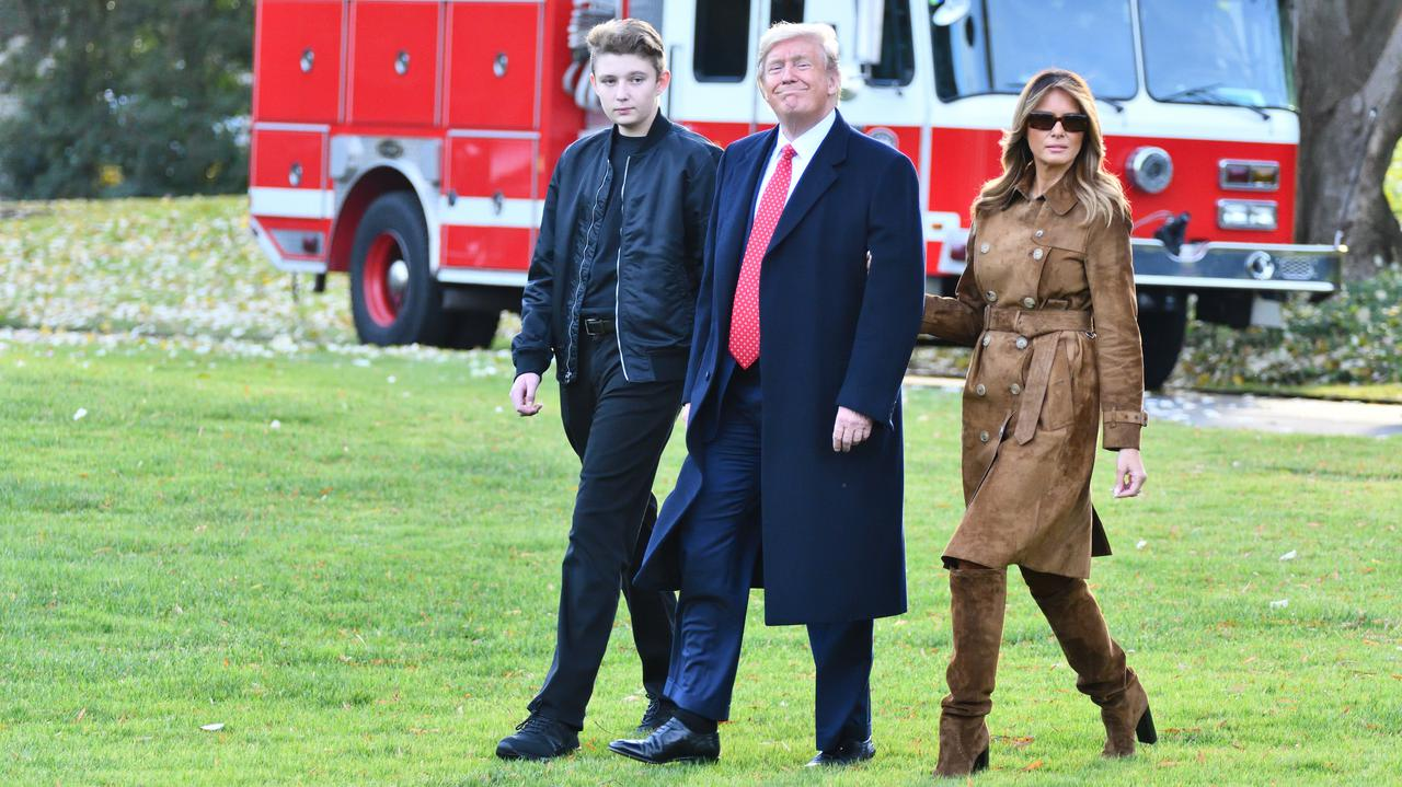 """<a href=""""https://tvn24.pl/swiat/usa-barron-trump-syn-donalda-i-melanii-mial-koronawirusa-4721095?source=rss"""">Syn Donalda i Melanii Trump przeszedł zakażenie koronawirusem</a> thumbnail  Ronaldo zakażony koronawirusem. Media: Mimo izolacji poleciał do Włoch LANDSCAPE 1280"""