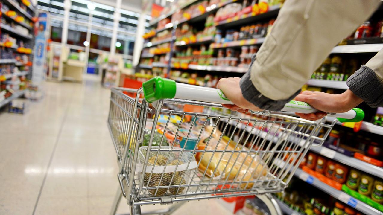 Dodatkowa niedziela handlowa 6 grudnia. Głosowanie w Senacie - TVN24 Biznes
