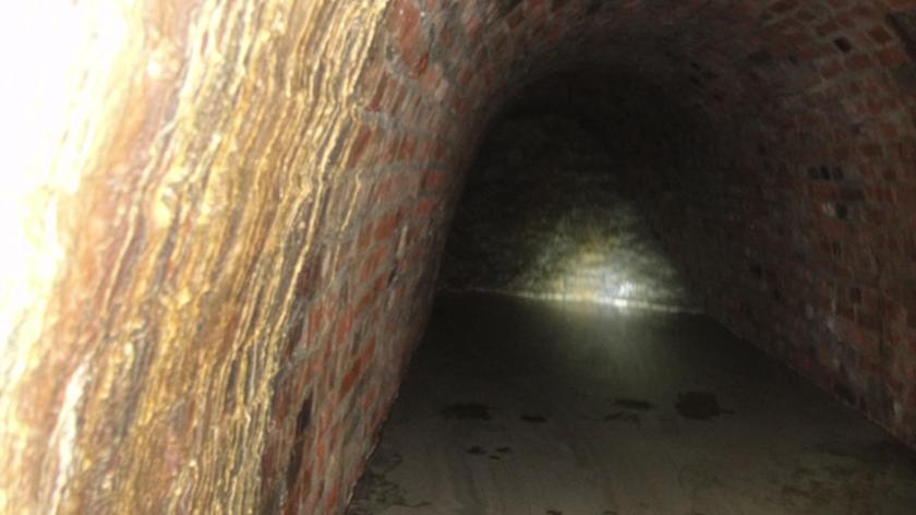 Do tuneli pod zamkiem zeszli grotołazi
