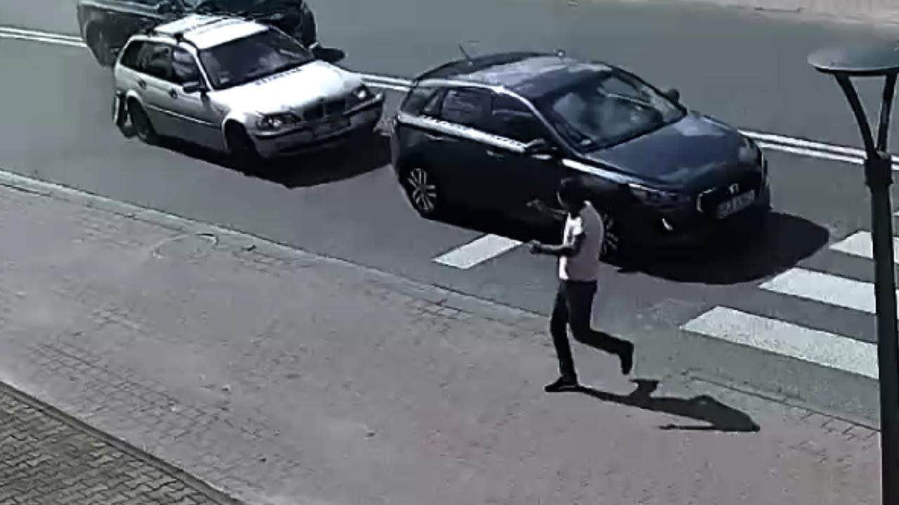 Dwa auta się zatrzymały, trzecie nie. Kolejny raz o włos od tragedii w tym miejscu