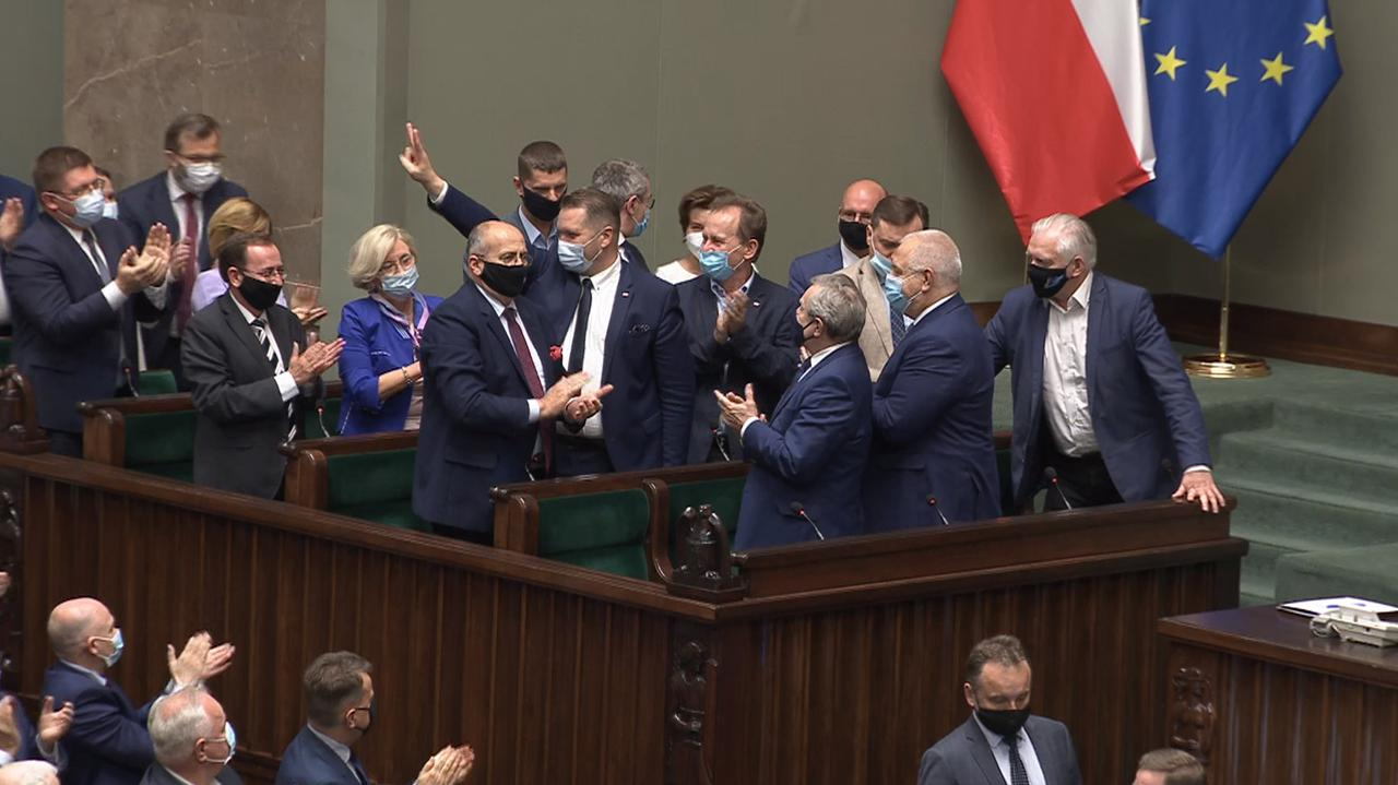 Przemysław Czarnek. Wniosek o wotum nieufności w Sejmie. Relacja z debaty - TVN24
