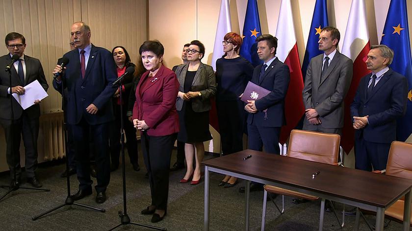 Rząd porozumiał się z oświatową Solidarnością, pozostałe nauczycielskie związku zawodowe odrzuciły propozycje strony rządowej
