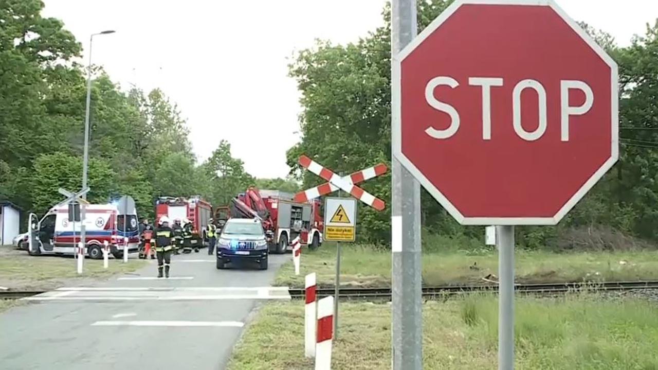 Tragiczny wypadek na przejeździe kolejowym w Dunowie. Zginęły dwie osoby