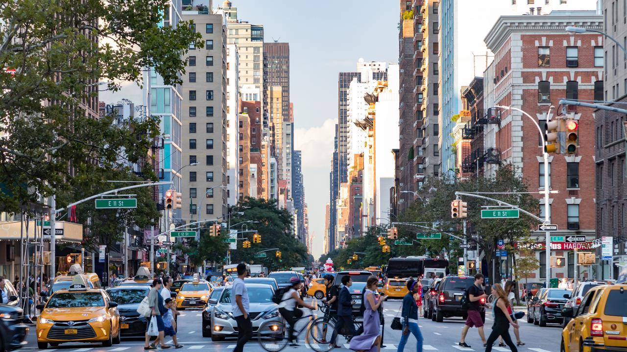 """<a href=""""https://tvn24.pl/biznes/ze-swiata/koronawirus-w-usa-prawie-polowa-zamoznych-nowojorczykow-chce-opuscic-miasto-4696745?source=rss"""">Zamożni nowojorczycy myślą o opuszczeniu miasta. Alarmujące wyniki badania</a> thumbnail  Na Mazowszu drugi dzień z rzędu 88 nowych zakażeń koronawirusem LANDSCAPE 1280"""
