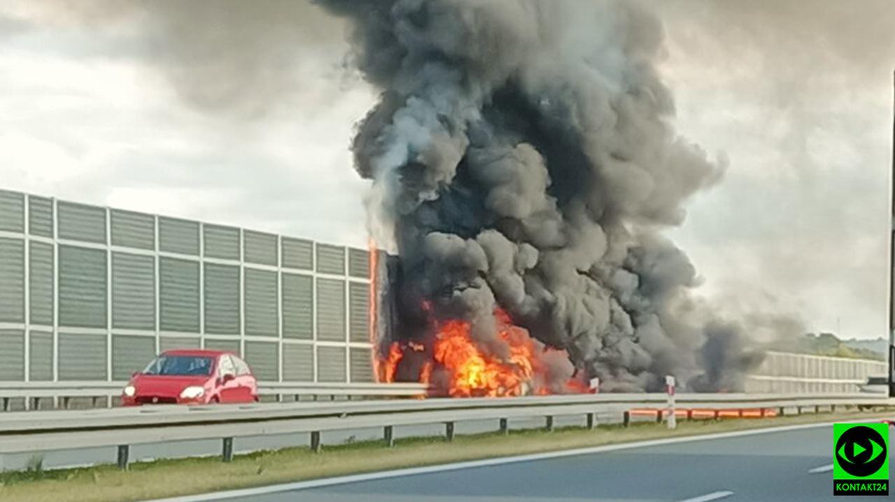 Na autostradzie A4 w płomieniach stanął samochód
